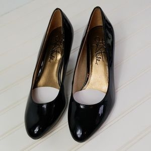 """Life Stride Patent Leather 2.5"""" Heels Size 6.5"""